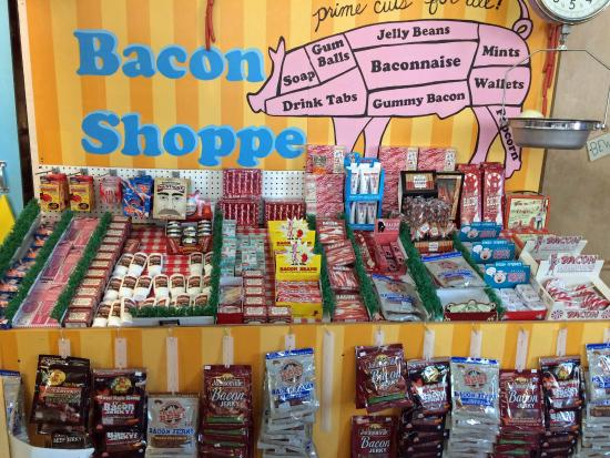 Minnesota's Largest Candy Store: says it all