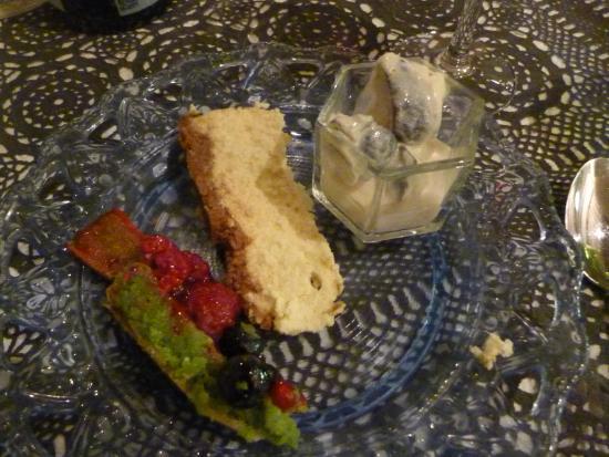 Le Mas Tourteron: Figs in cream, Cheese cake, Pistachio tart