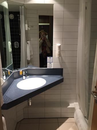 Holiday Inn Express Glenrothes: photo1.jpg