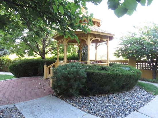 La Quinta Inn & Suites Grand Junction: Gazebo near outdoor swimming pool