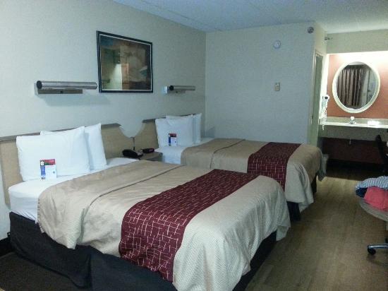 Red Roof Inn Albany Airport: All In One Bedroom, Vanity U0026 Living