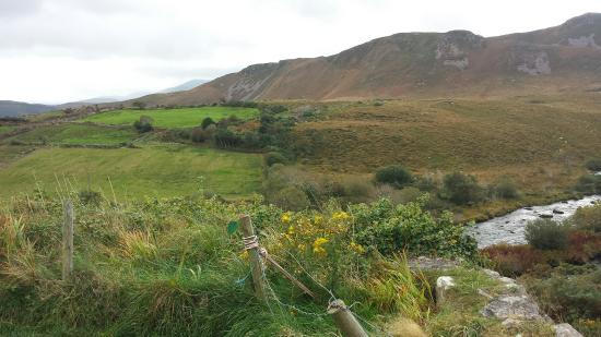 Ring of Kerry: Breathtaking views! Great to have a driver for these windy, narrow roads!