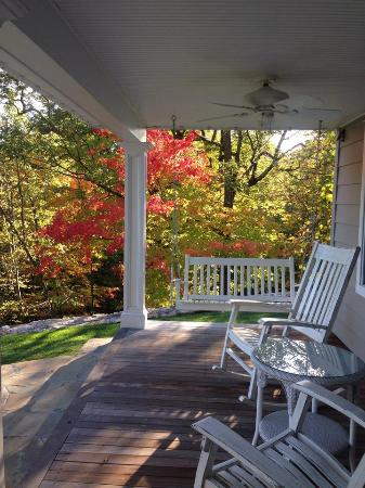The Hudson River Crest B&B: Porch in the back