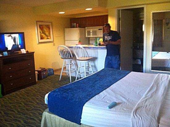 Best Western Cocoa Beach Hotel & Suites: King room with full kitchen - Garden view