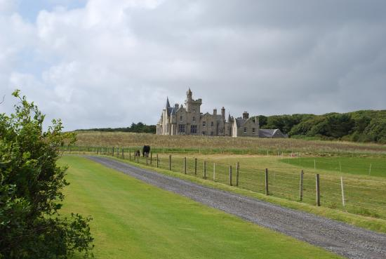 Shapinsay, UK: CASTEL VIEW FROM HORSE FIELD