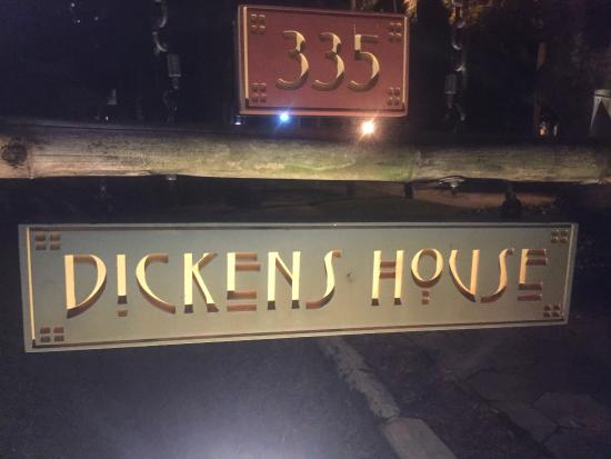 Dickens House Bed and Breakfast: Sign