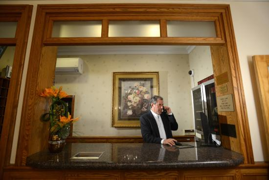 Hotel Deauville: Front Desk