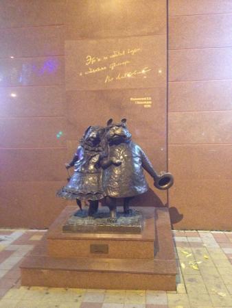 Sculpture Walking Dogs: По улицам ходили собак и собачка