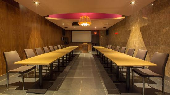 Region of Waterloo, Canada: 168 sushi waterloo has Powerful Bose system. 50 seats' party room is good for conferences and ce