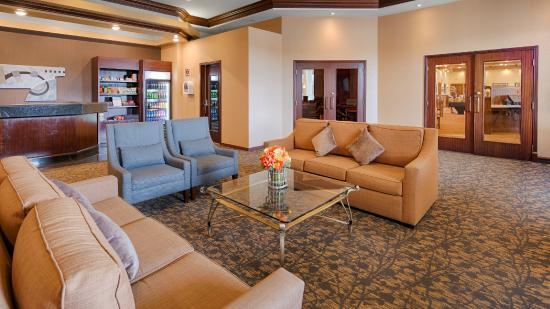Best Western Plus Winnipeg Airport Hotel : Hotel lobby