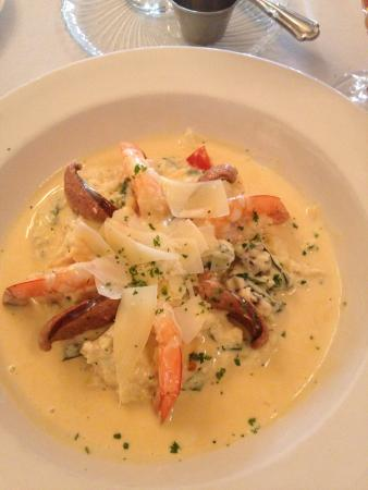 Anniston, AL: Shrimp and grits - what a presentation!