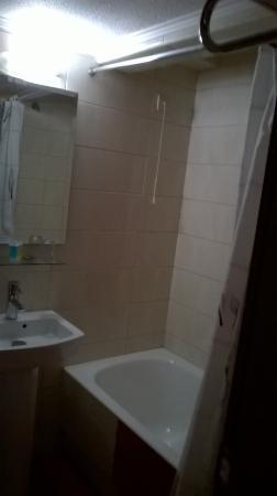 Economy Hotel: Salle de bain