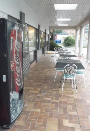 Rodeway Inn Fallsview: Tattle's restaurant