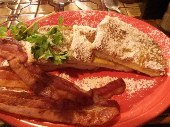 Moulin Rouge Restaurant: Heaping Plate of French Toast