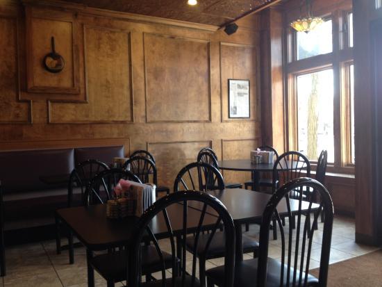 Romeo, MI: Warm Inviting Interior