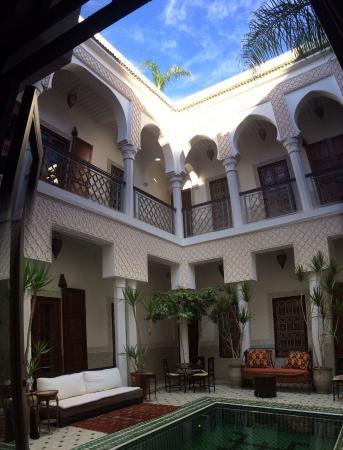 Riad Yasmine: Vue du patio et des chambres