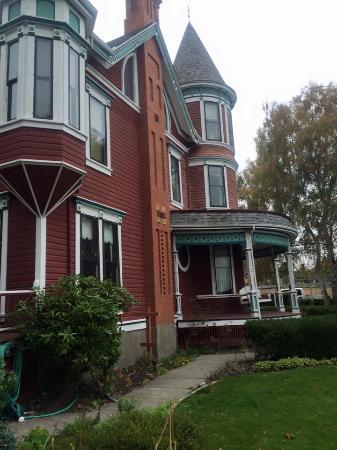 Old Consulate Inn: House