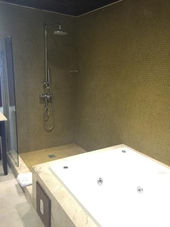 Shower and hydro tub Preferred Club Honeymoon Ocean Front Suite ...