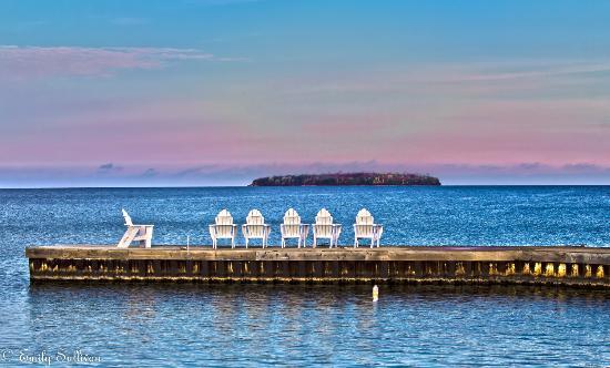 Edgewater Resort: Beautiful lake view and private beach