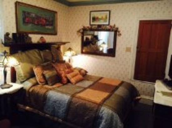 Bellinger Rose Bed & Breakfast: Heritage Rose Room