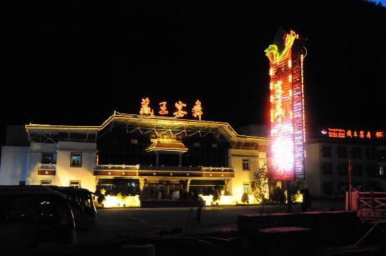 Jiuzhai Garden Hotel: 夜は、近くの「西蔵演舞」で西蔵舞踊を楽しむことができます。