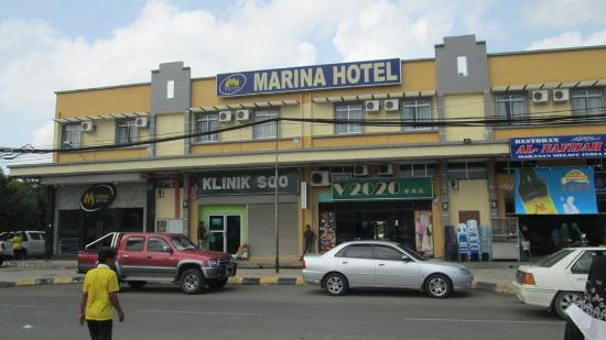 Marina Hotel: Front view of the hotel