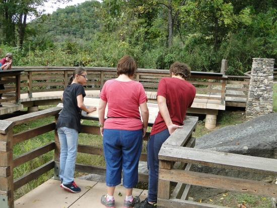 Cullowhee, Carolina del Norte: reading the plaques