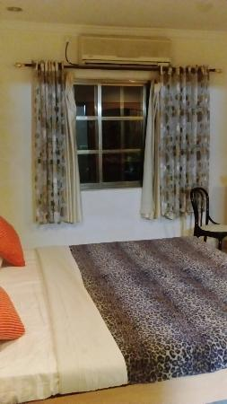 Hotel Broadway Udaipur: Comfortable bed