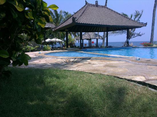 Resort Relax Bali: Bazén a moře