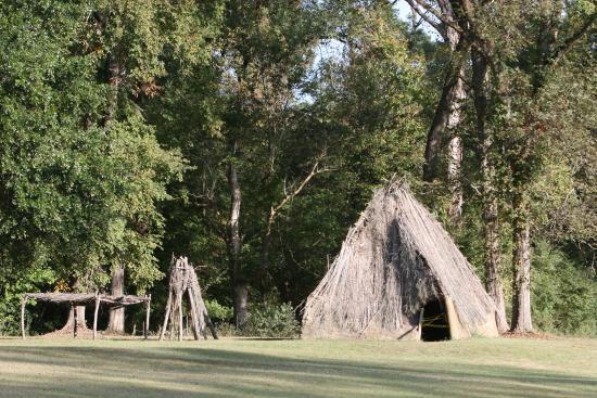 Natchez, MS: example of living quarters