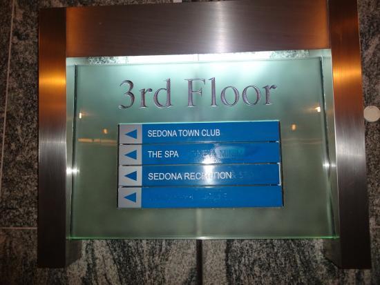 Sedona Suites Ho Chi Minh City: 三階にレストランとフロントがあります