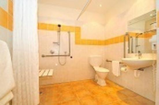 Aristotles North Shore: Bathroom Access Studio