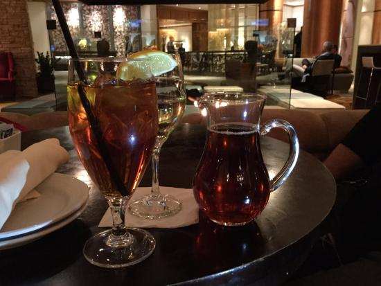 Flatz Restaurant and Lounge : Great service - iced tea pitcher!