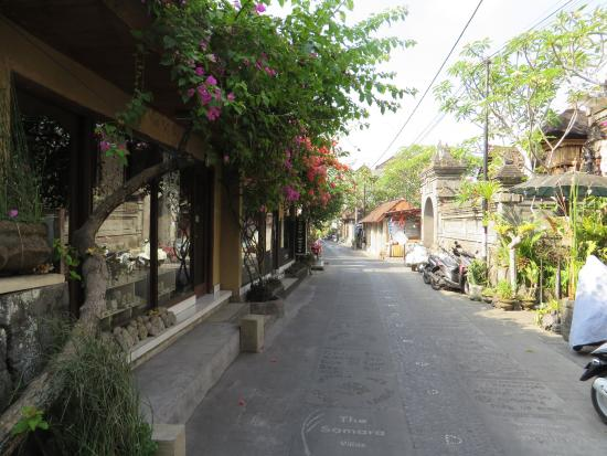 Gustis Garden Bungalows: Jalang Kadeng, the lovely street where Gusti is