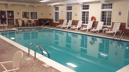 Houghton Lake, MI: Pool & Hot tub