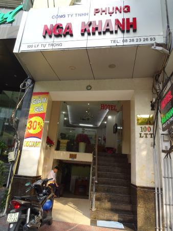 Ellyse Nga Khanh Hotel: ホテル入り口