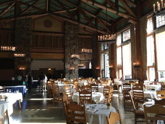 Ahwahnee Dining Room. The Majestic Yosemite Dining Room: Photo1  Ahwahnee Room