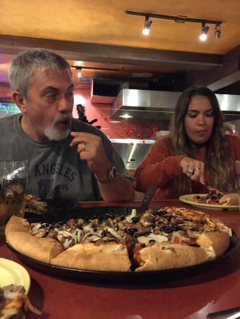 Woodstock's Pizza : Muy rica la pizza y ameno el lugar.