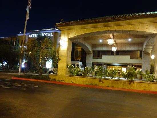 Ayres Hotel Laguna Woods: front