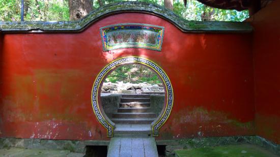 Drum Mountain (Gu Shan) : Fuzhou - Mount Gushan - All'ingresso  del  Yongquan (YinQuan) Temple