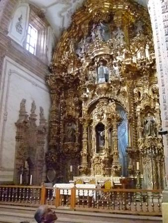Iglesia de San Cayetano: One of a number of altars
