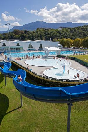 Vu pateaugoire c t piscine photo de aqualac aix les for Piscine aix les bains