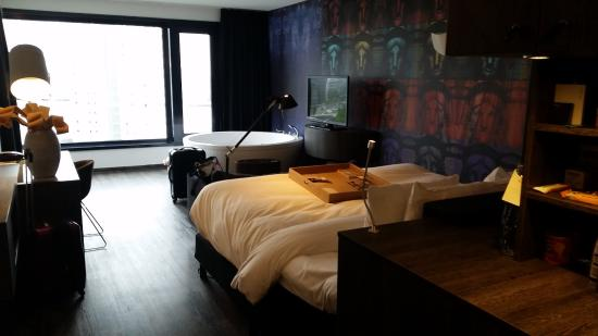 Waterfront spa room picture of mainport hotel rotterdam for Mainport design hotel leuvehaven 77 rotterdam