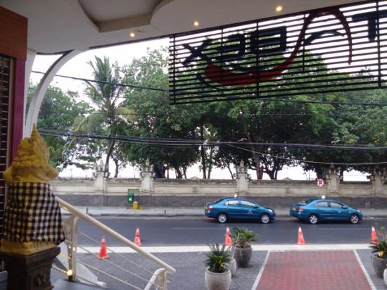 Kutabex Beach Front Hotel Depan Pantai Kuta