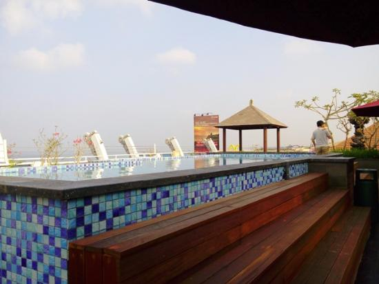 Kutabex Beach Front Hotel Rooftop Pool