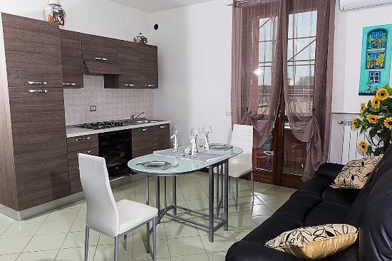 sala e cucina - Foto di Ro El, Lainate - TripAdvisor