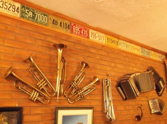 Lachute, Canadá: Plaques instrumentales