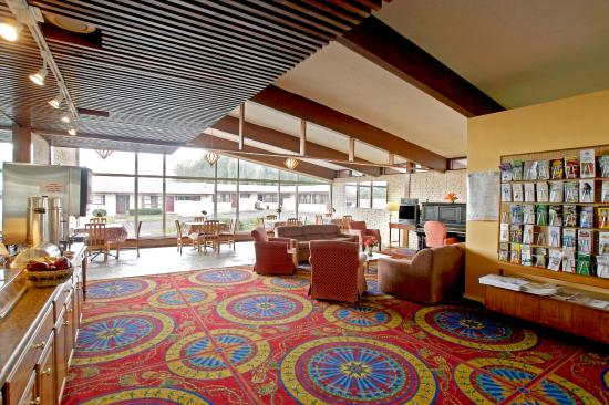 Americas Best Value Inn: Lobby Area