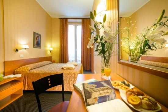 hotel montreal florencia: