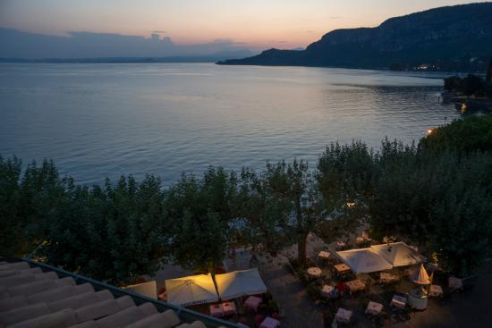 Hotel Conca d'Oro: Hotel's lakeside tables and Lake Garda viewed from roof